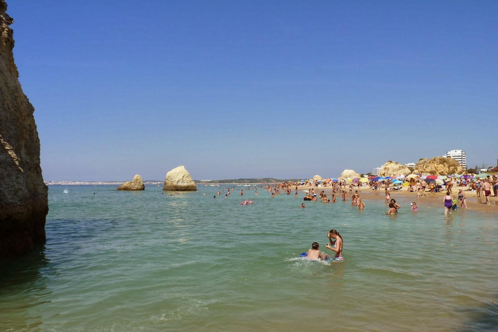 Playa de Alvor vista desde la Playa de Três Irmãos.