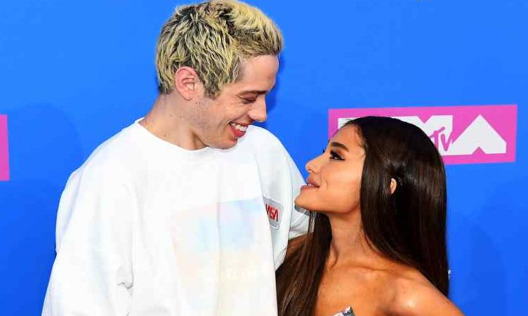 Come Ariana Grande copre un tatuaggio fatto con il suo ex fidanzato Pete Davidson