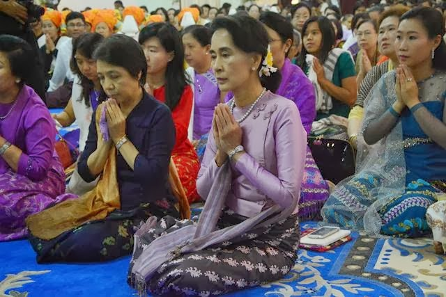 Hla Oo's Blog: Aung San Suu Kyi's Peace Offering To Nationalist Monks