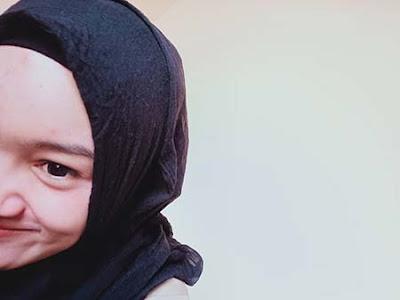 Safira Inema Senyum