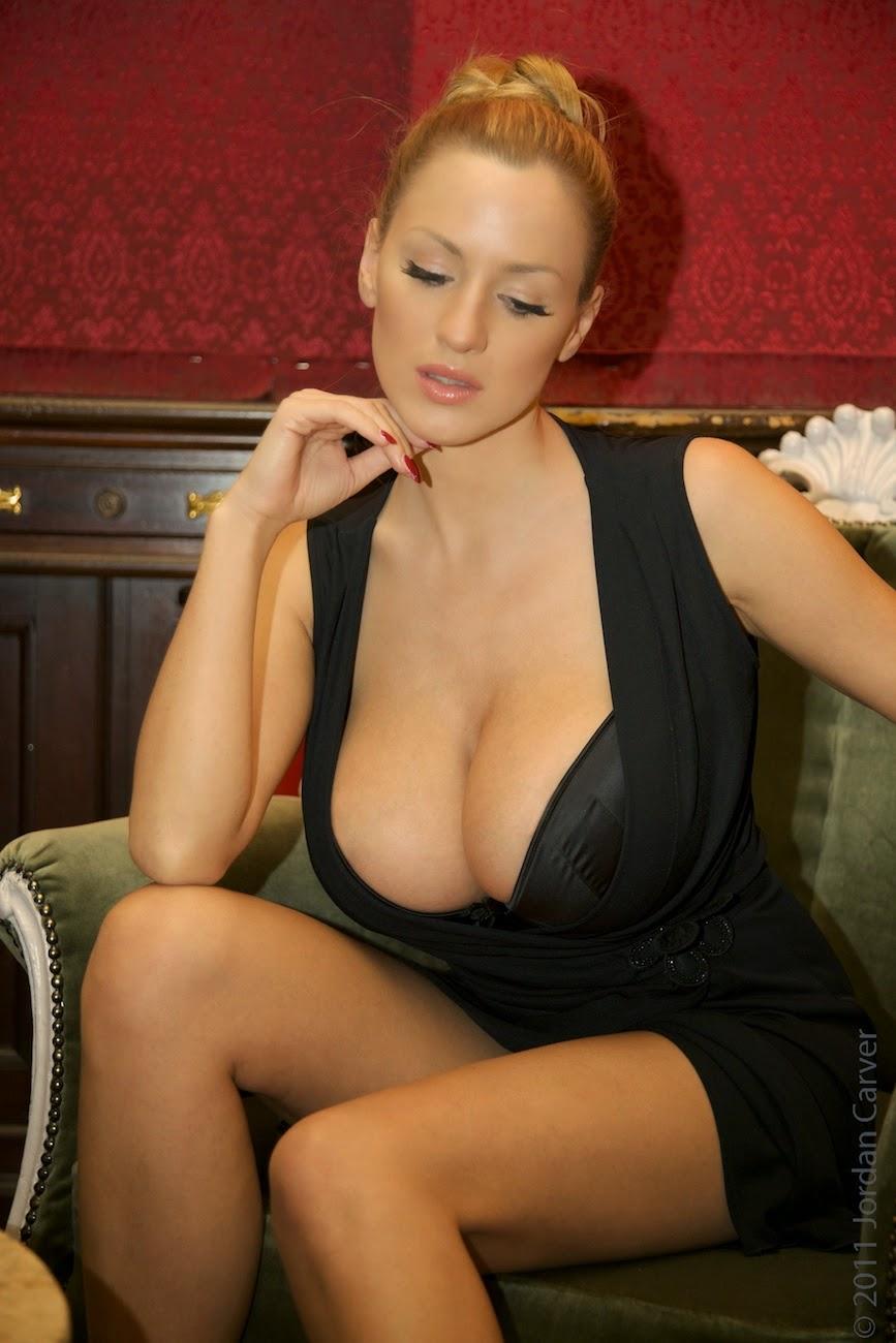 Huhe boobs