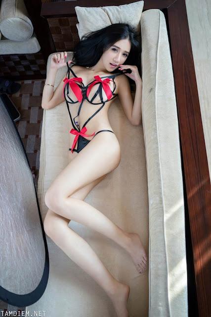 Hot girls Gái dâm hàng ngon ngoài bể bơi 9