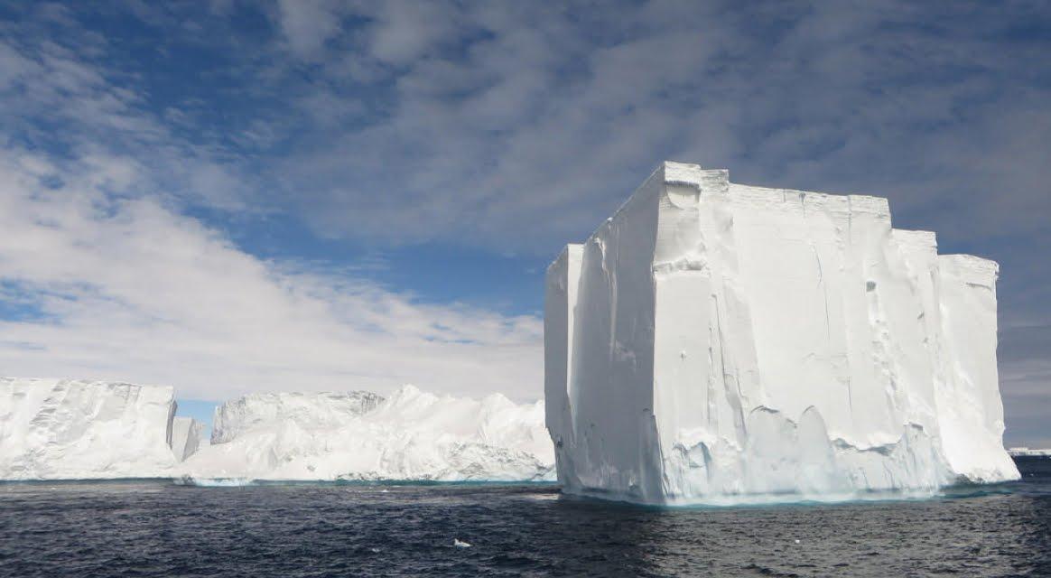 Verso la Catastrofe: l'Antartide si divide in giganteschi Iceberg.