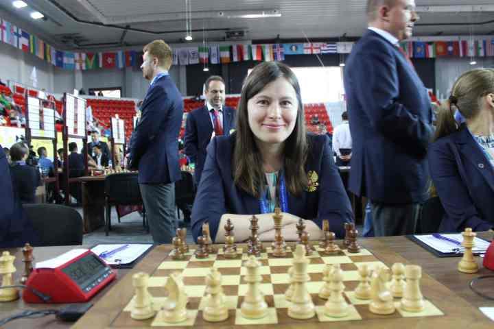 Natalija Pogonina (2469) qui perd sa partie contre Nodira Nadirjanova (2167) aux Olympiades d'échecs de Batoumi 2018 - Photo © Chess & Strategy