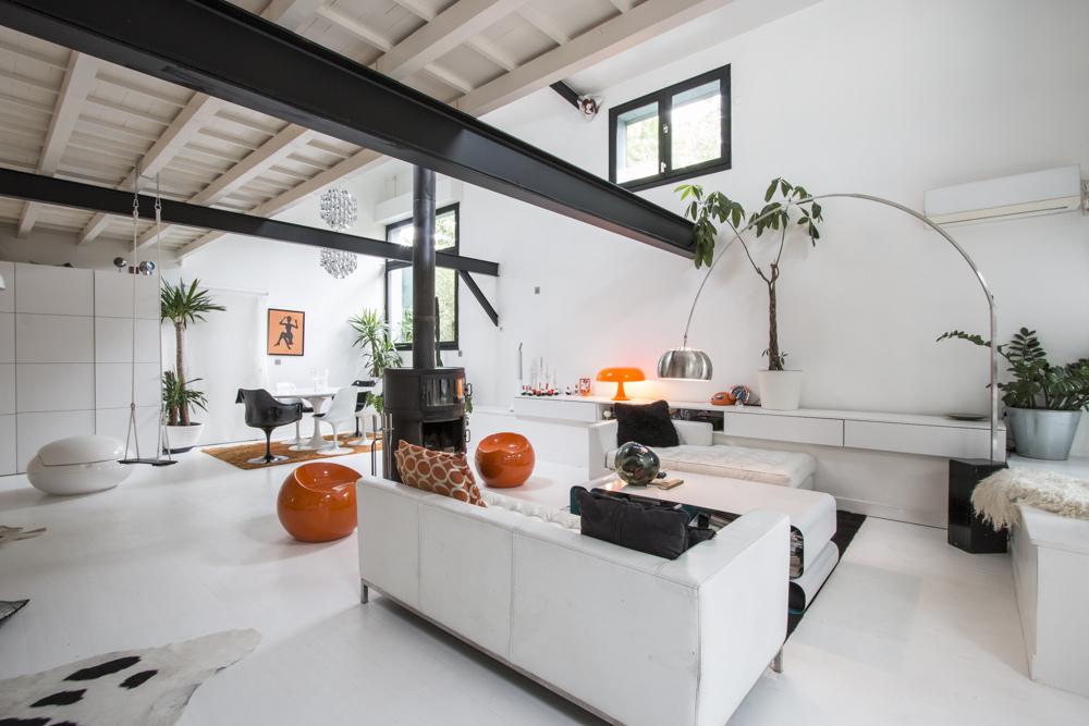 Apartamento tipo loft ultra moderno for Departamentos decorados con plantas