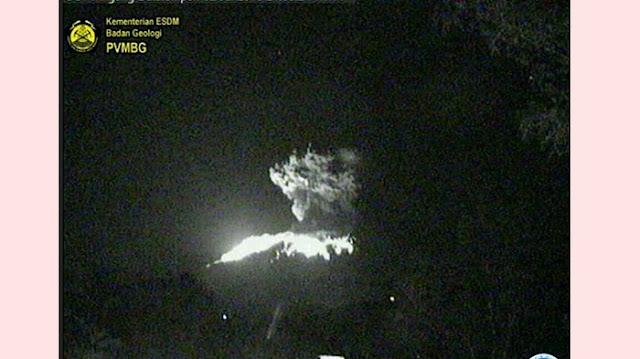 Gunung Agung Kembali Erupsi, Lontaran Lava Pijar Keluar Kawah Mencapai Jarak 2 Km