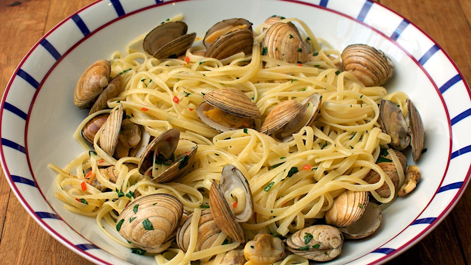 piatto di pasta con vongole