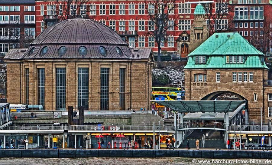 Alter Elbtunnel Eingang Nord mit rundem Kuppeldach, Hamburg Sehenswürdigkeiten