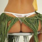 Andrea Rincon, Selena Spice Galeria 13: Hawaiana Camiseta Amarilla Foto 136