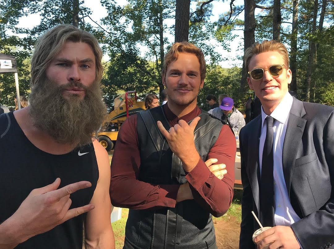 The three Chrises on the set of Avengers Endgame : 「アベンジャーズ : エンドゲーム」のクリスとクリスとクリスのトリプル・クリスズ ! !、あなたのお好きなクリスは、どのクリス ? !