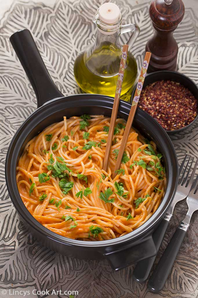 pasta in creamy roasted bell pepper sauce