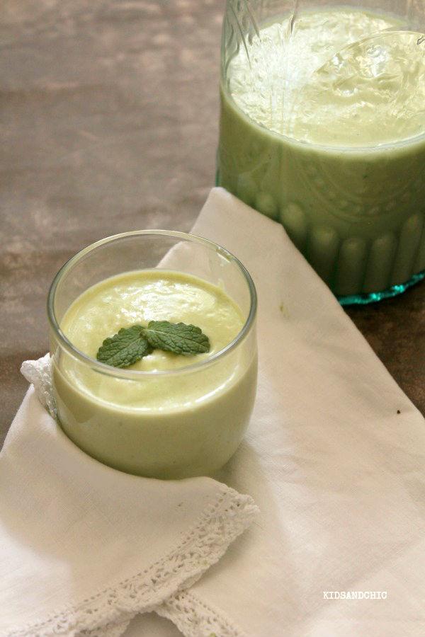 Zumo detox de manzana verde y aguacates