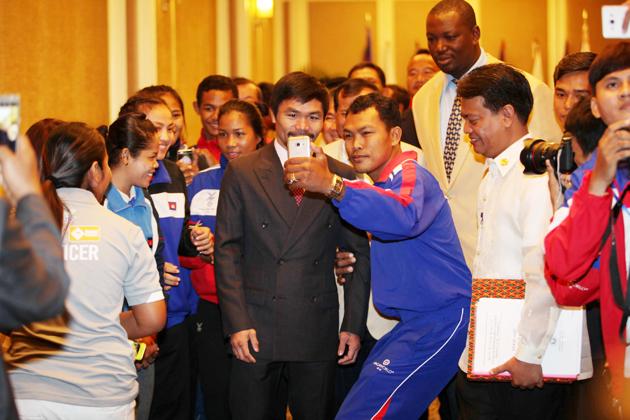 Le sénateur et boxeur professionnel Manny Pacquiao a promis de revenir aider les sportifs cambodgiens.