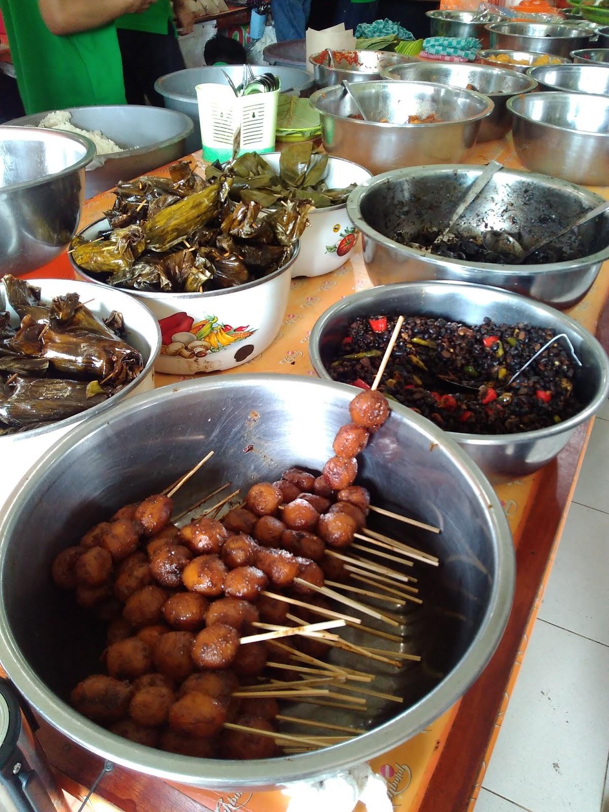 Kornelius Ginting Nasi Jamblang Ibu Nur Khas Cirebon