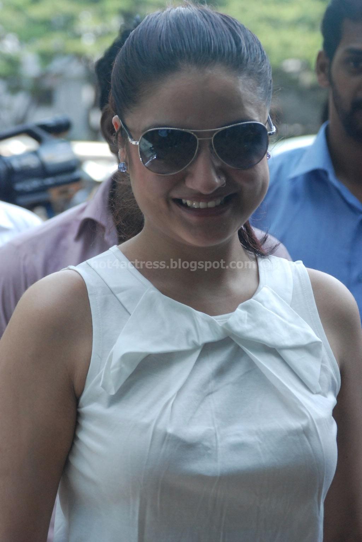 Sonia agarwal latest hot pics