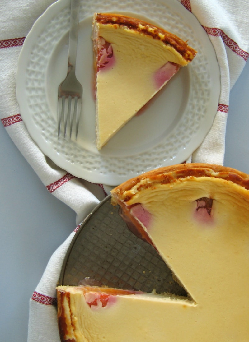 Tarte cheesecake com mascarpone e ameixas / Cheesecake pie with mascarpone & plums