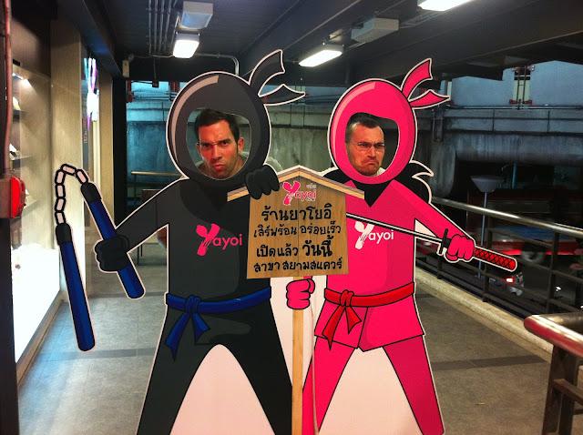 Antonio y Mike camuflados de samurais