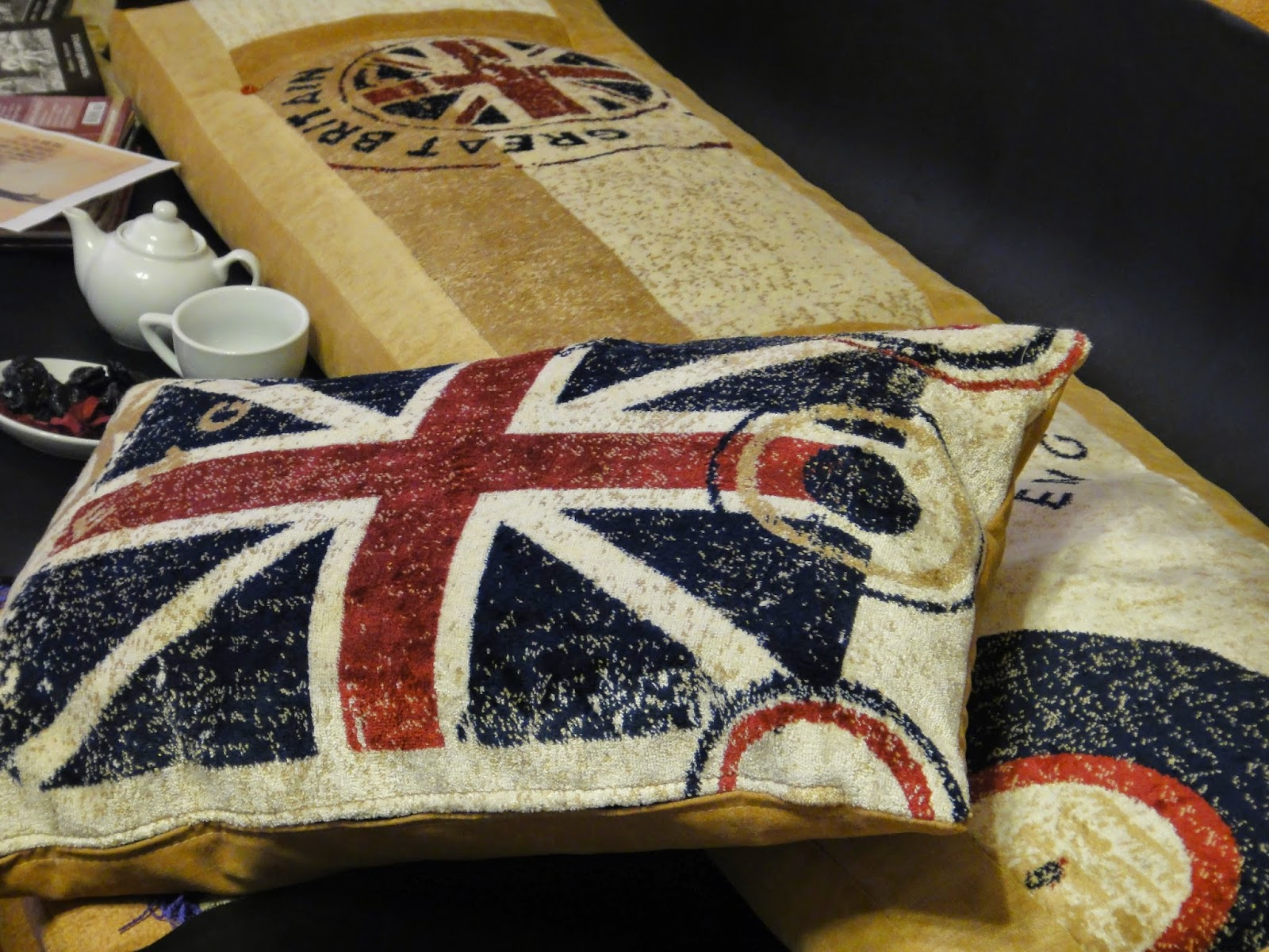 диванная подушка британский флаг - подарок подростку
