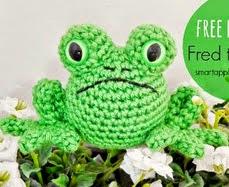 http://translate.google.es/translate?hl=es&sl=en&tl=es&u=http%3A%2F%2Fsmartapplecreations.blogspot.ca%2F2014%2F04%2Ffree-pattern-fred-frog-tasuta.html