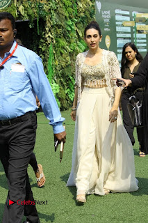 Actress Karishma Kapoor Walks For Arpita Mehta at LFW Summer 2017  0013.jpg