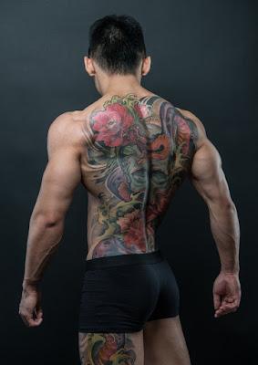 gambar tato di punggung cowok
