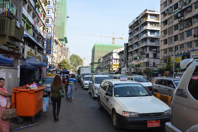 les bouchons à Yangon