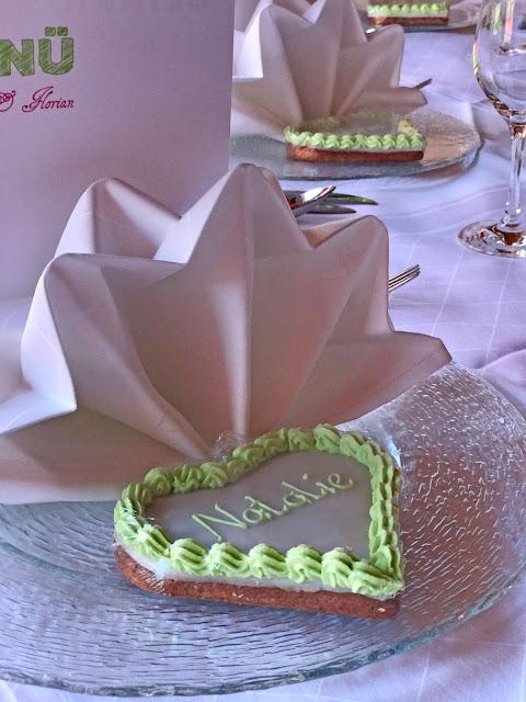 Lebkuchenherzen Tischkarten, Maigrün, Pink, Frühlingshochzeit in den Bergen am See, Hochzeitshotel Riessersee Hotel Garmisch-Partenkirchen, heiraten in Bayern, Hochzeitsplanerin Uschi Glas