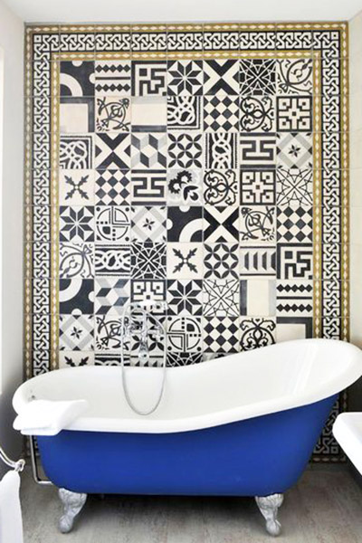tendance décoration salle de bain 2016 mélange d'imprimés carreaux de ciment