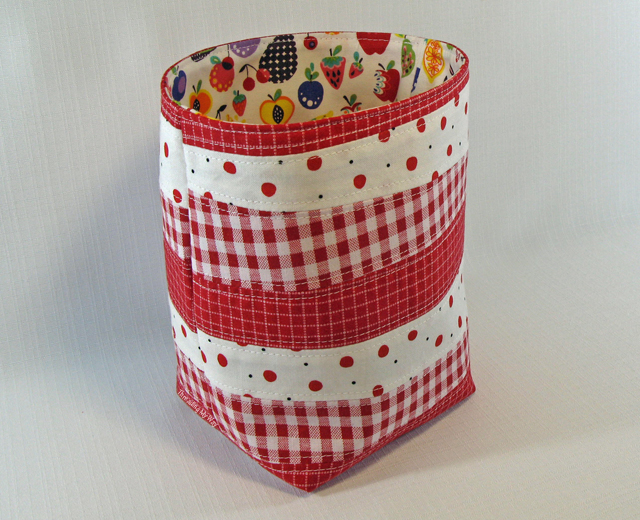 Measuring 6.5  x 4.5  x 4  (16.5cm x 11.5cm x 10cm) this handy sized basket is sturdy enough to stand up by itself. Letu0027s get started with the tutorial. & Threading My Way: Scrappy Fabric Basket Tutorial...