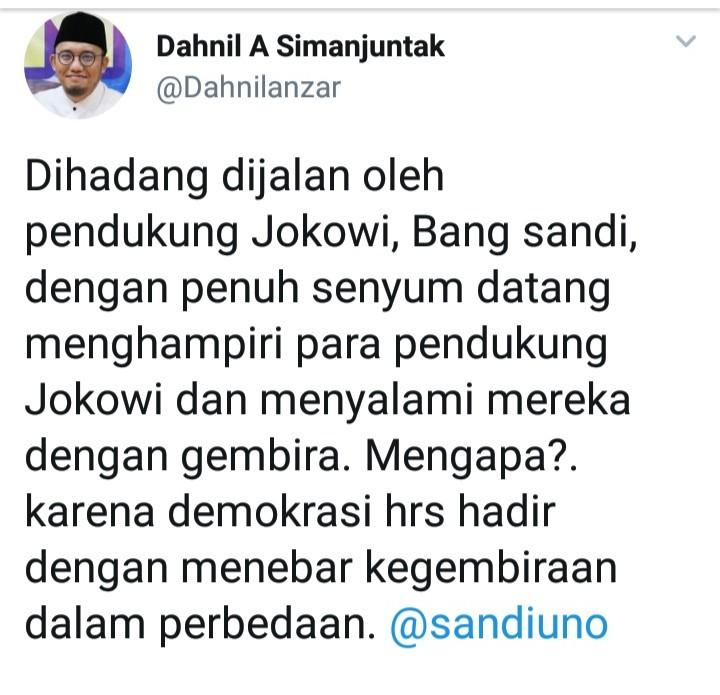 Senyum dan Jabat Tangan Saat Dihadang Pendukung Jokowi, Sandi Panen Pujian