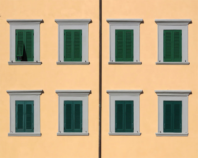 Eight windows and a drain pipe, Piazza del Luogo Pio, Livorno