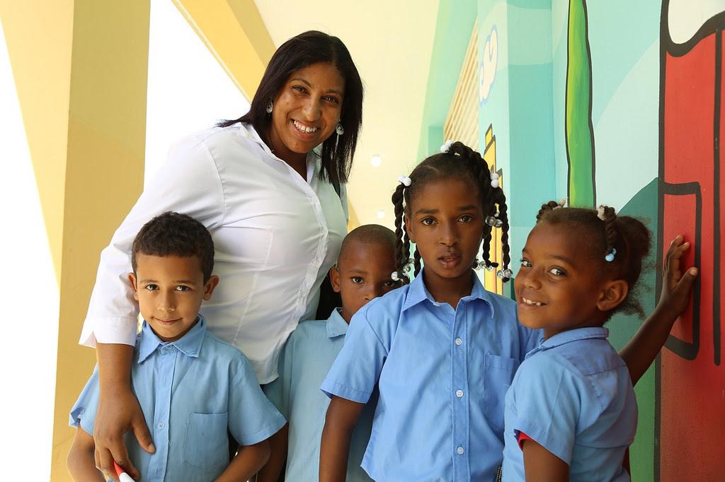 Padres, estudiantes y profesores de Villa Tropicalia reciben con alegría su nueva escuela
