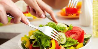 """<img src=""""alimentación-sana.jpg"""" alt=""""come más frutas y verduras, ya que estas te ayudan a perder peso. Aportan menos calorías"""">"""