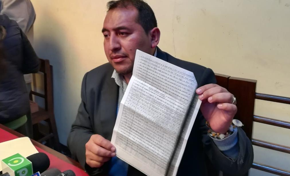 Santamaría presentó pruebas contra el concejal disidente de UN en El Alto / EDWIN APAZA