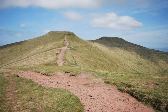 Walks-in-South-Wales-Pen-Y-Fan-image-of-corn-du-and-pen-y-fan