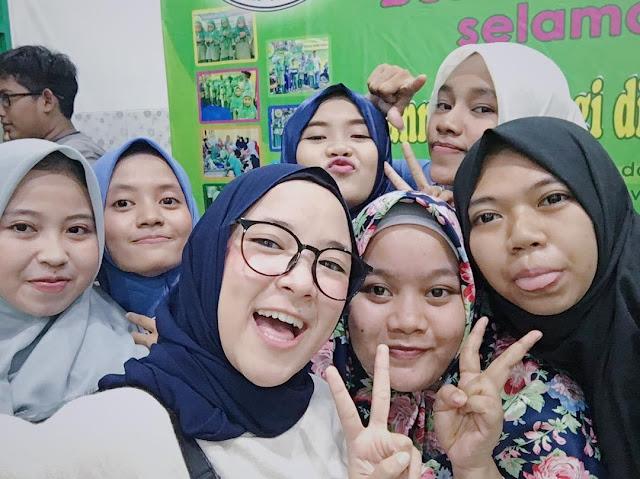 Foto Nissa Sabyan Pakai Kacamata 2