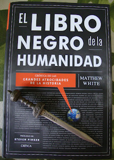 Portada del libro El libro negro de la humanidad, de Matthew White