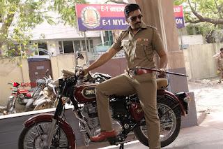 Santhanam Amyra Dastur Starring Odi Odi Uzhaikkanum Tamil Movie Stills  0010.jpg