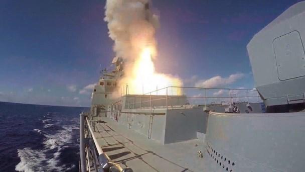 القوات الروسية تغلق أجواء ومياه شرق المتوسط.؟