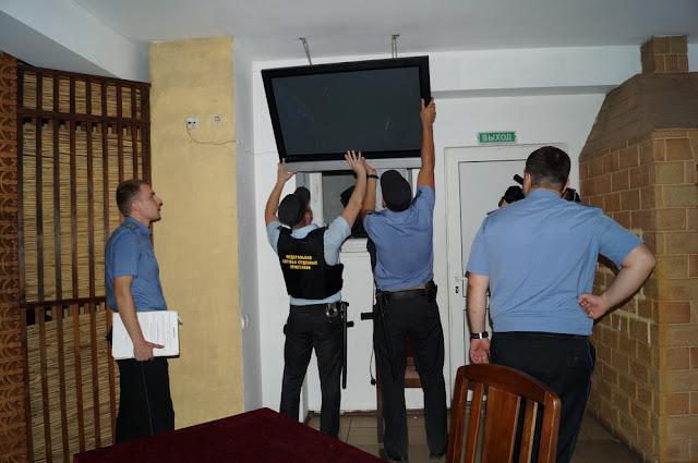 приставы арестовывают имущество за не уплаченный штраф ГИБДД