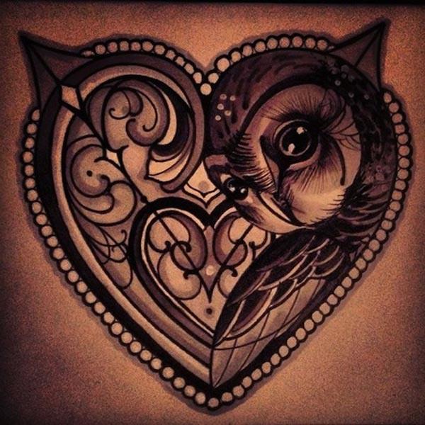 kalp içinde baykuş dövmesi