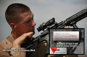 Cita bíblica en armas de soldados de EEUU