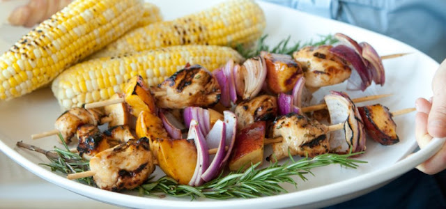 SPICY GRILLED PEACH AND CHICKEN KABOBS , 4 smart points , weight watchers recipes