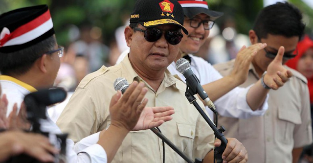 """Percaya sama saya, kalau kita kuat, kaum Rohingya kita bantu. Kalaupun kita sekarang kirim bantuan, menurut saya, itu pencitraan. Kirim bantuan pun tak sampai kadang-kadang,"" kata Prabowo."