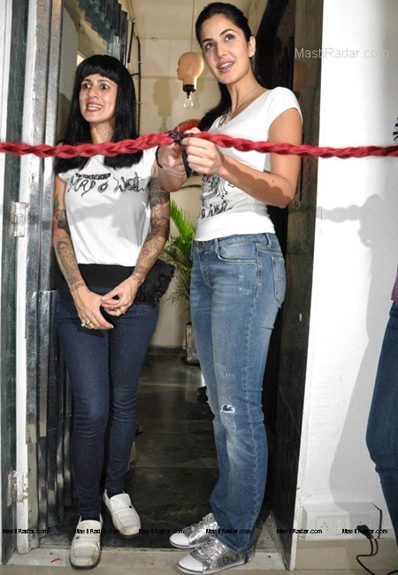 Katrina Kaif unseen Hot Photos in Jeans and T-shirt ...