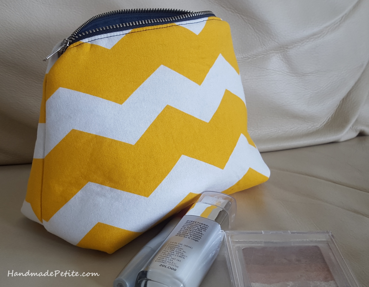 Sewing home decor makeup travel cosmetic bag with zipper in yellow white and navy