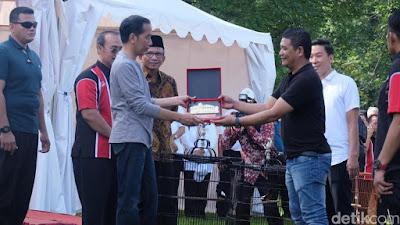 Presiden Jokowi Serahkan Trofi dan Lepas Burung di Kebun Raya Bogor - Info Presiden Jokowi Dan Pemerintah
