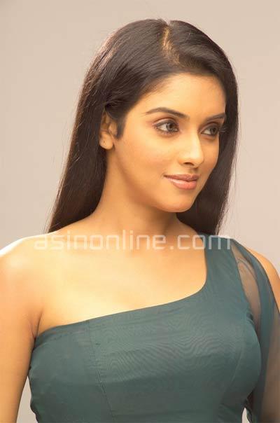 Southindian Actress Gallery Asin Hot Boob Show Photos-1209