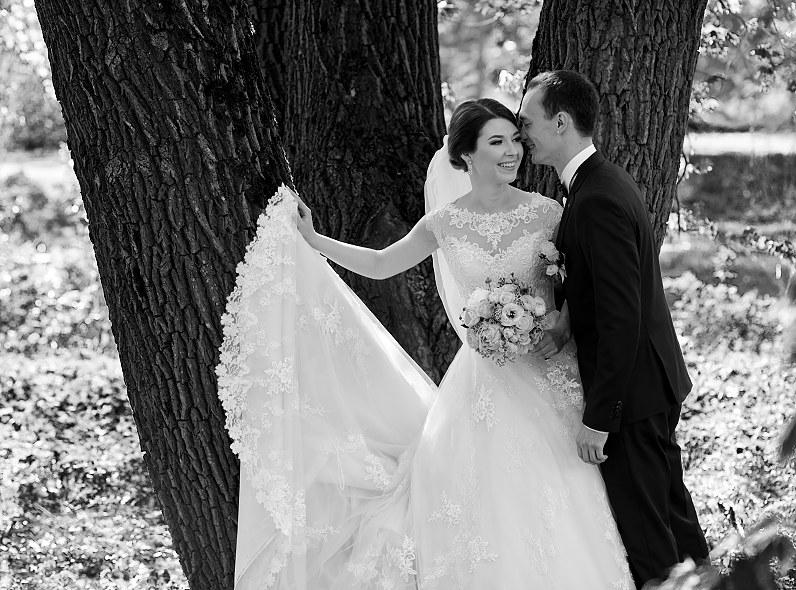 balta juoda vestuvinė fotografija