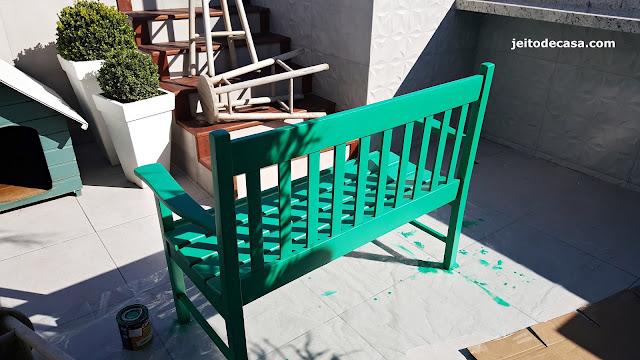 pintura-no-banco-de-madeira